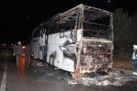 Yolcu otobüsü alev topuna döndü