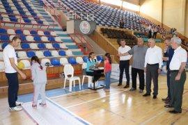 Vali Meral, sportif yetenek taraması etkinliğine katıldı
