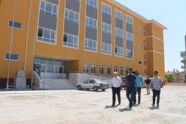 Kuntoğlu, yapımı devam okullarda incelemelerde bulundu