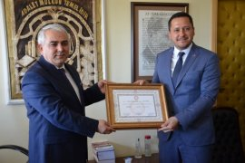 Karaman'da AK Parti Milletvekilleri mazbatalarını aldı