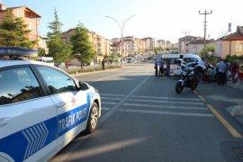 Otomobil ile çarpışan minibüs yolun karşı şeridinde başka bir otomobile çarptı: 2 yaralı