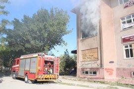 Karaman'da kullanılmayan eski hastane ek binasında yangın çıktı