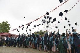 Ermenek Meslek Yüksek Okulunda mezuniyet coşkusu