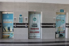 """Hastane asansörleri """"Sağlığın İçin Hareket Et"""" yazı ve resimleriyle giydirildi"""