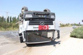Çöp kamyonu ile otomobilin karıştığı kaza ucuz atlatıldı: 1 yaralı