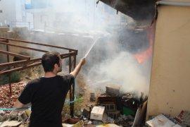 Karaman'da tutuşan tahta parçaları korkuttu