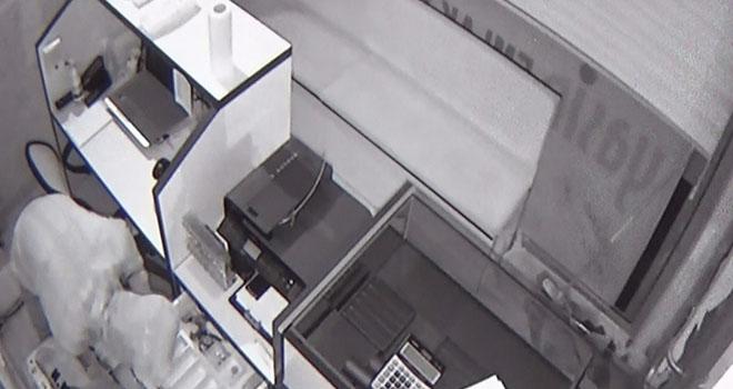Emlak ve kuyumculuk dükkanındaki hırsızlık güvenlik kamerasında