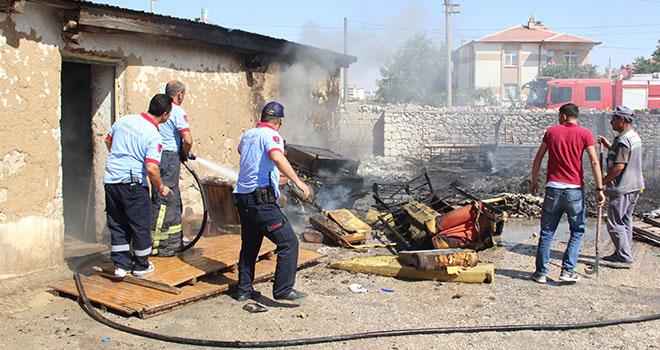 Karaman'da kuru otların temizlenmesi için yakılan ateş büyüyünce korkuttu