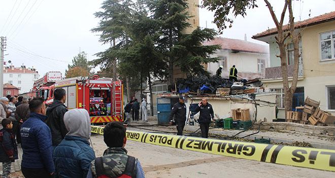 Karaman'da kömürlük yangını camiye sıçramadan söndürüldü