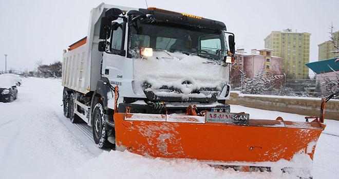 Karaman'da kar yağışı hayatı olumsuz yönde etkiliyor