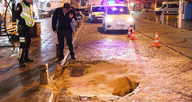 Karaman'ın en işlek caddesinde yol çöktü