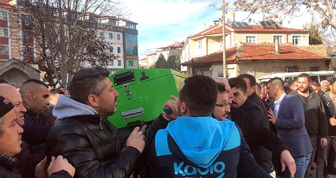 Niğde'deki kazada ölen 2 kişi Karaman'da toprağa verildi