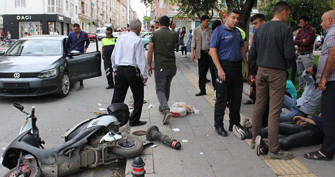 Karaman'da otomobille elektrikli bisikletler çarpıştı: 3 yaralı