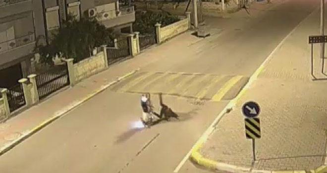 Refüje çarpan motosiklet, sürücüsüyle birlikte 20 metre savruldu