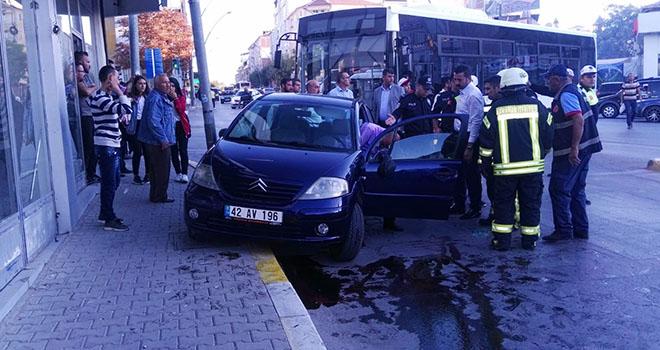 Karaman'da yan yatan otomobilin sürücüsü yaralandı