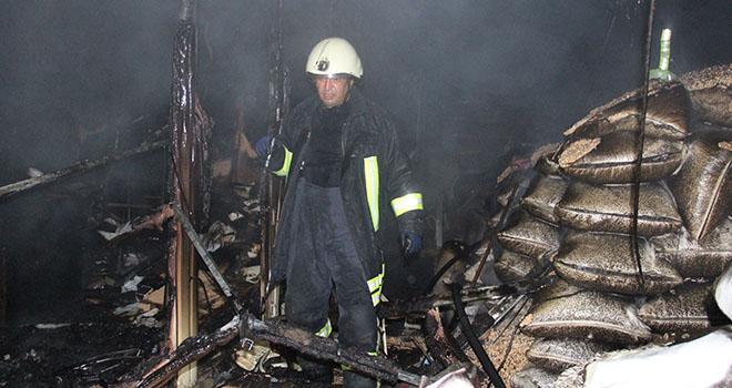 Yangında 90 ton çekirdek ile 12 ton nohut kül oldu
