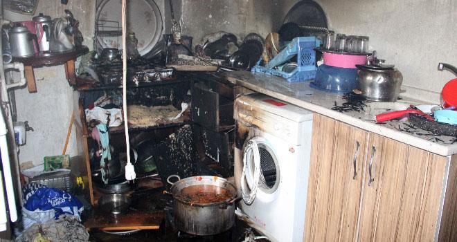 Ocakta unutulan yemek mutfağı yaktı