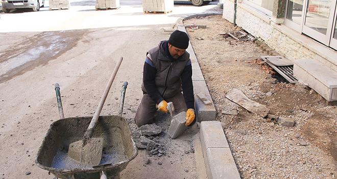 Belediyenin asfalt ve kaldırım çalışması başlattı