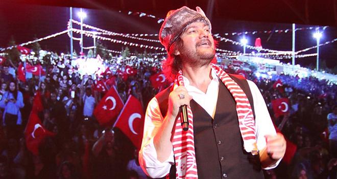 Ahmet Şafak, Hayranlarını Mest Etti